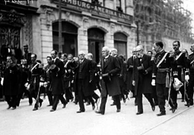 Porfirio Díaz acompañado de funcionarios durante el sepelio de Ignacio Mariscal