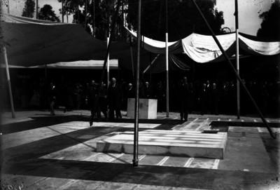 Porfirio Díaz en la colocación de la primera piedra para la Columna de la Independencia