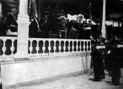 Porfirio Díaz preside la Jura de Bandera en los llanos de la Vaquita
