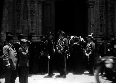 Militares durante una ceremonia con diplomáticos extranjeros