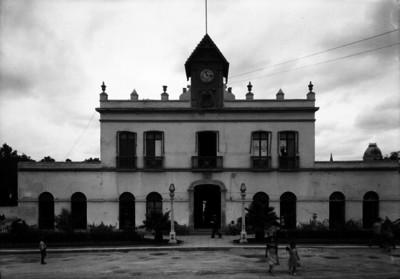 Comisaría del ayuntamiento, vista defrente