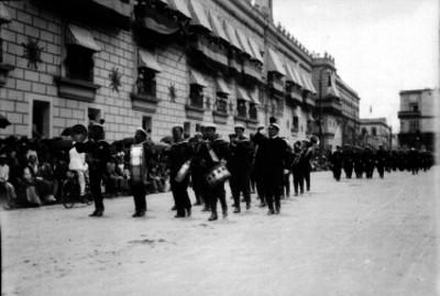 Contingente de Marinos desfilan en festejos del Centenario