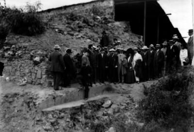 Miembros del Congreso de Americanistas visitando restos arqueológicos en Teotihuacán