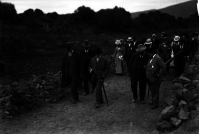 Leopoldo Batres, Franz Boaz y otros miembros del Congreso de Americanistas en un recorrido por la zona arqueológica de Teotihuacán