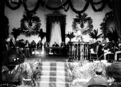 Porfirio Díaz y otros funcionarios durante ceremonia con motivo de las Fiestas del Centenario