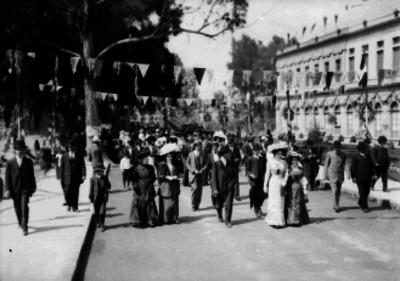 Calles de la ciudad durante las fiestas del Centenario