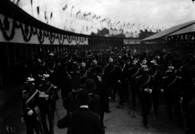Porfirio Díaz y su Estado Mayor, recorren las instalaciones de la exposición ganadera de San Jacinto