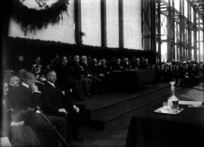 Porfirio Díaz y su gabinete en la ceremonia de colocación de la primera piedra del Palacio Legislativo