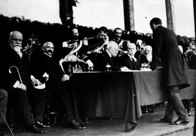 Porfirio Díaz firma el acta de colocación de la primera piedra del Palacio Legislativo
