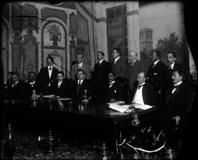 Francisco I. Madero pronuncia un discurso desde el balcón de su casa