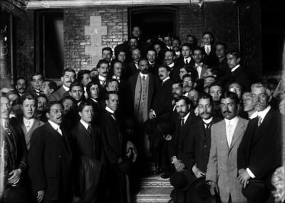 Francisco I. Madero acompañado de empleados públicos, retrato de grupo
