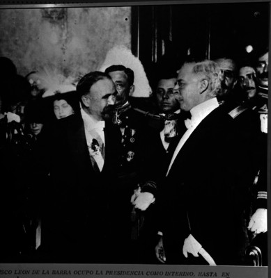 Francisco León de la Barra entrega el poder a Francisco I. Madero en Palacio Nacional