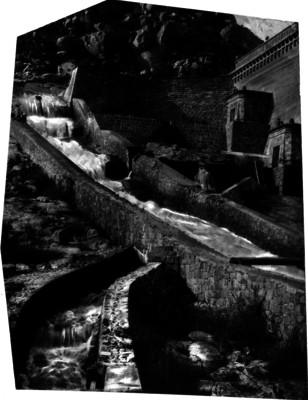 Acueducto junto a una hacienda, vista parcial