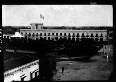 Palacio Municipal y plaza principal de Juchitán