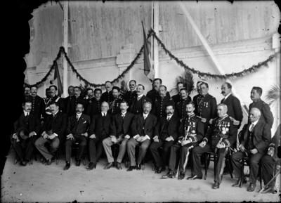 Aureliano Blanquet acompañado de Pascual Orozco, Félix Díaz y otros funcionarios, retrato de grupo