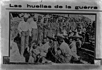 Prisioneros revolucionarios custodiados por federales