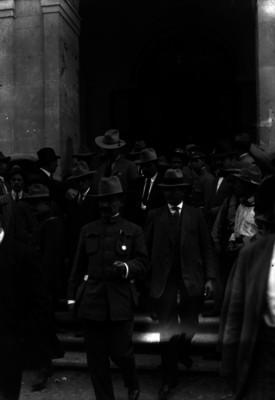 Convencionistas al salir del Teatro Morelos