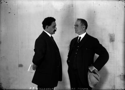 Antonio I. Villarreal dialoga con el representante del gobierno americano Mr. Canova