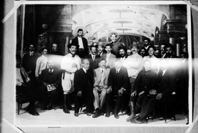 Miembros de la convención con Eulalio Gutiérrez, retrato de grupo