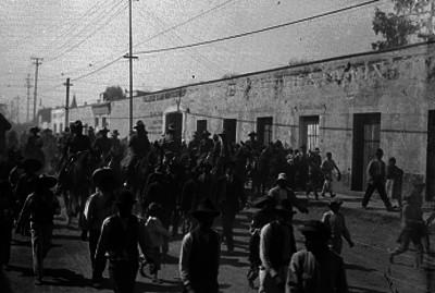 Venustiano Carranza y comitiva rumbo a Querétaro