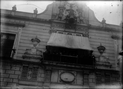 Venustiano Carranza y miembros de su gobierno en el balcon presidencial de Palacio Nacional