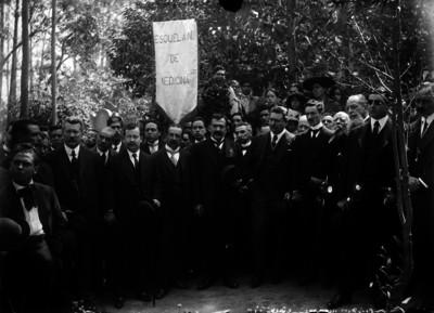 Pablo González con estudiantes de la Escuela Nacional de Medicina