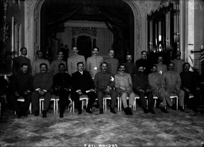 Alvaro Obregón, Benjamín G. Hill y otros militares en la casa de Pablo González, retrato de grupo