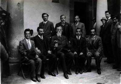 Venustiano Carranza con diputados constituyentes por Oaxaca, retrato de grupo