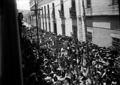 Manifestantes queretanos en adhesión del Primer Jefe por la Expedición Punitiva
