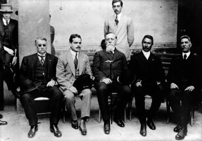 Venustiano Carranza con miembros del Congreso Constituyente