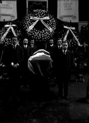 Guardia de honor al féretro de Pino Suárez