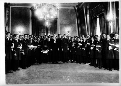 Luis Cabrera, Jacinto B. Treviño, Félix F. Palavicini y otras personas montando guardia al féretro de Luis Coyula