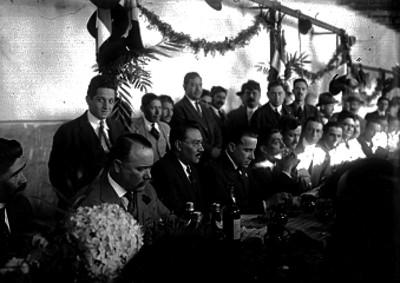 Alvaro Obregón, Joaquín Amaro y Francisco R. Serrano, durante un banquete