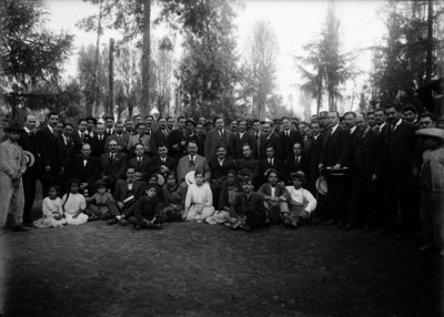 Alvaro Obregón, Adolfo de la Huerta, Plutarco Elías Calles en el parque Sabinos, retrato de grupo