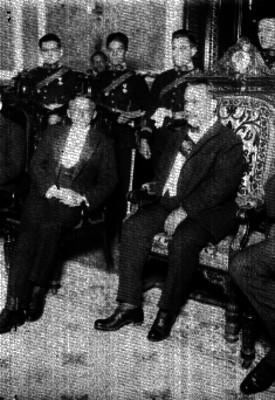 Alvaro Obregón acompañado de un embajador en la ceremonia de acreditación diplomática