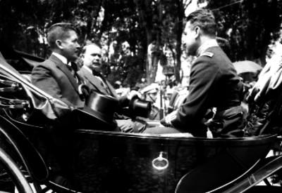 Alvaro Obregón, Herminio Pérez Abreu y Enrique Estrada se dirigen al Panteón de San Fernando