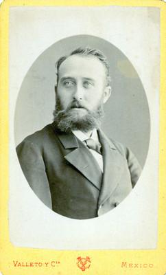 Hombre vestido con traje, retrato