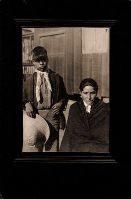 "Niño y mujer, ""Cochimies"""