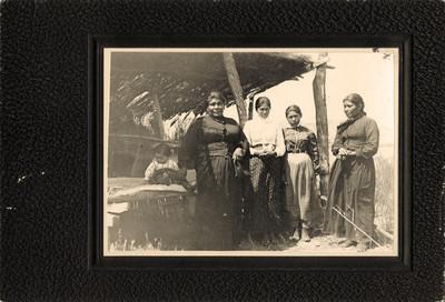 Mujeres cochimies, retrato de grupo