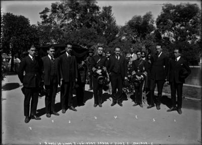 Porches Solis, Manuel Pérez Treviño, Ponce de León Humberto Obregón y otros funcionarios en el sepelio del Gral. Jesús M. Garza