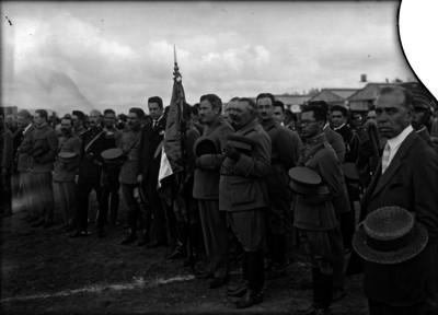 Plutarco Elías Calles en la entrega de banderas a los ejércitos