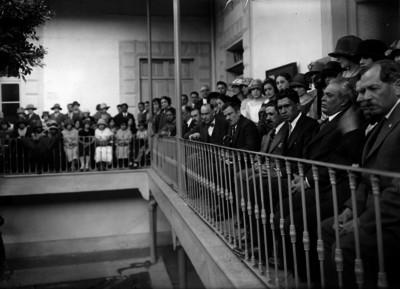 Plutarco Elías Calles en una ceremonia escolar