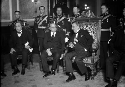 Plutarco Elías Calles con funcionarios en Palacio Nacional
