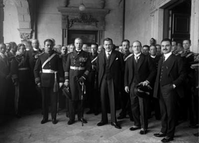 Plutarco Elías Calles en compañía de Von Ditten, Joaquín Amaro, el ministro Alemán Eugen Will, Aarón Sáenz y otros funcionarios, retrato de grupo