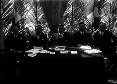 Plutarco Elías Calles preside una reunión