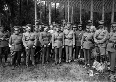 Francisco R. Serrano y otros militares