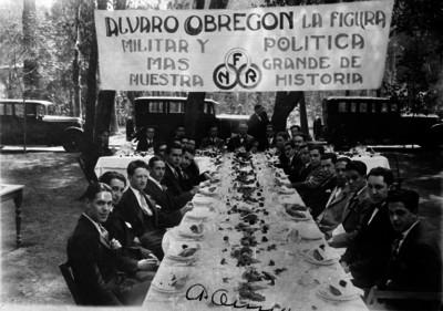 Reunión social con Obregón