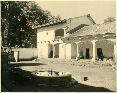 """""""La Guatapera"""", patio con fuente, vista parcial"""