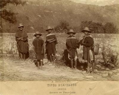 Hombres con indumentaria indígena del Estado de Veracruz, retrato