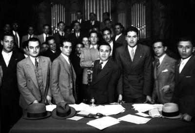 Estudiantes universitarios durante una ceremonia en el anfiteatro Simón Bolivar